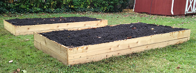 Reader Brad Graham kindly send photos of the beds he made using Bountiful Boxes instructions.
